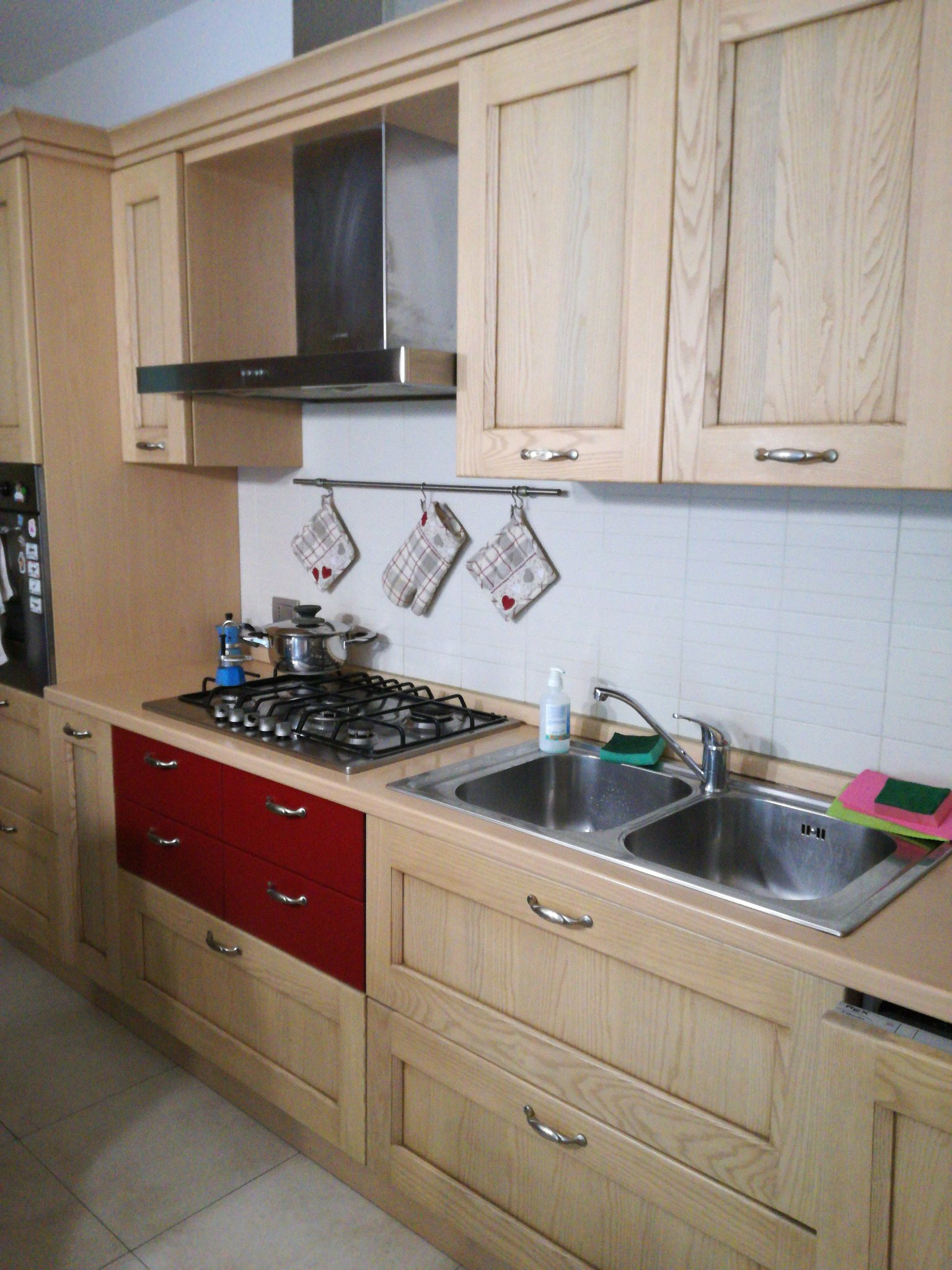 Verniciare mobile cucina in legno 450+120 - Instapro