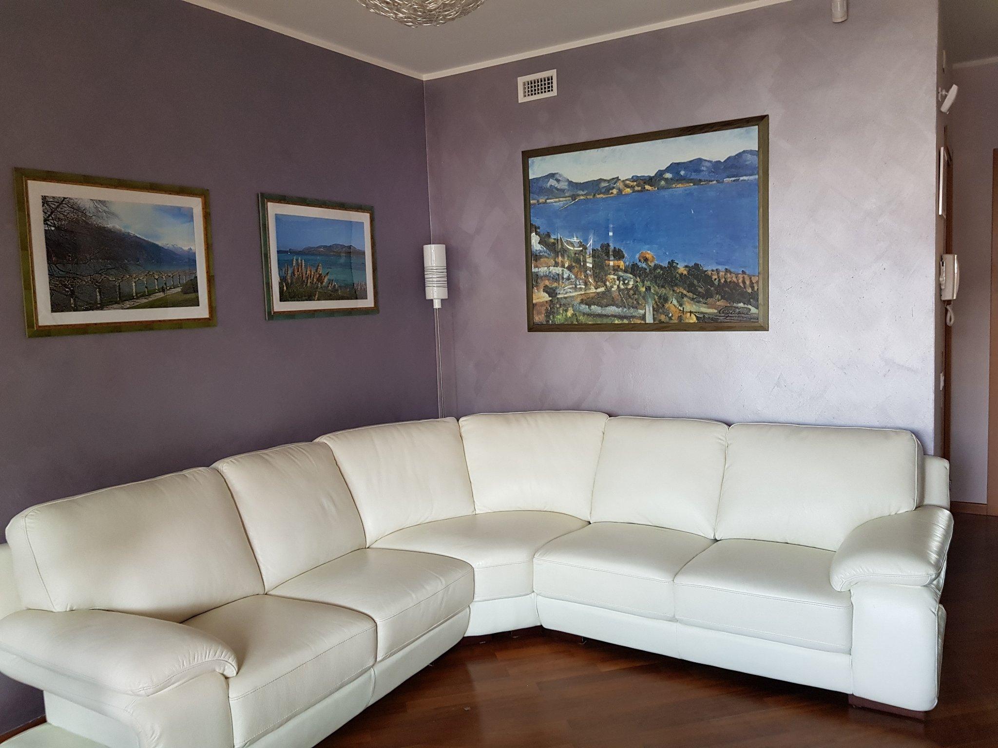 Imbiancatura appartamento arredato. Soffitto bianco e pareti colorate - Instapro