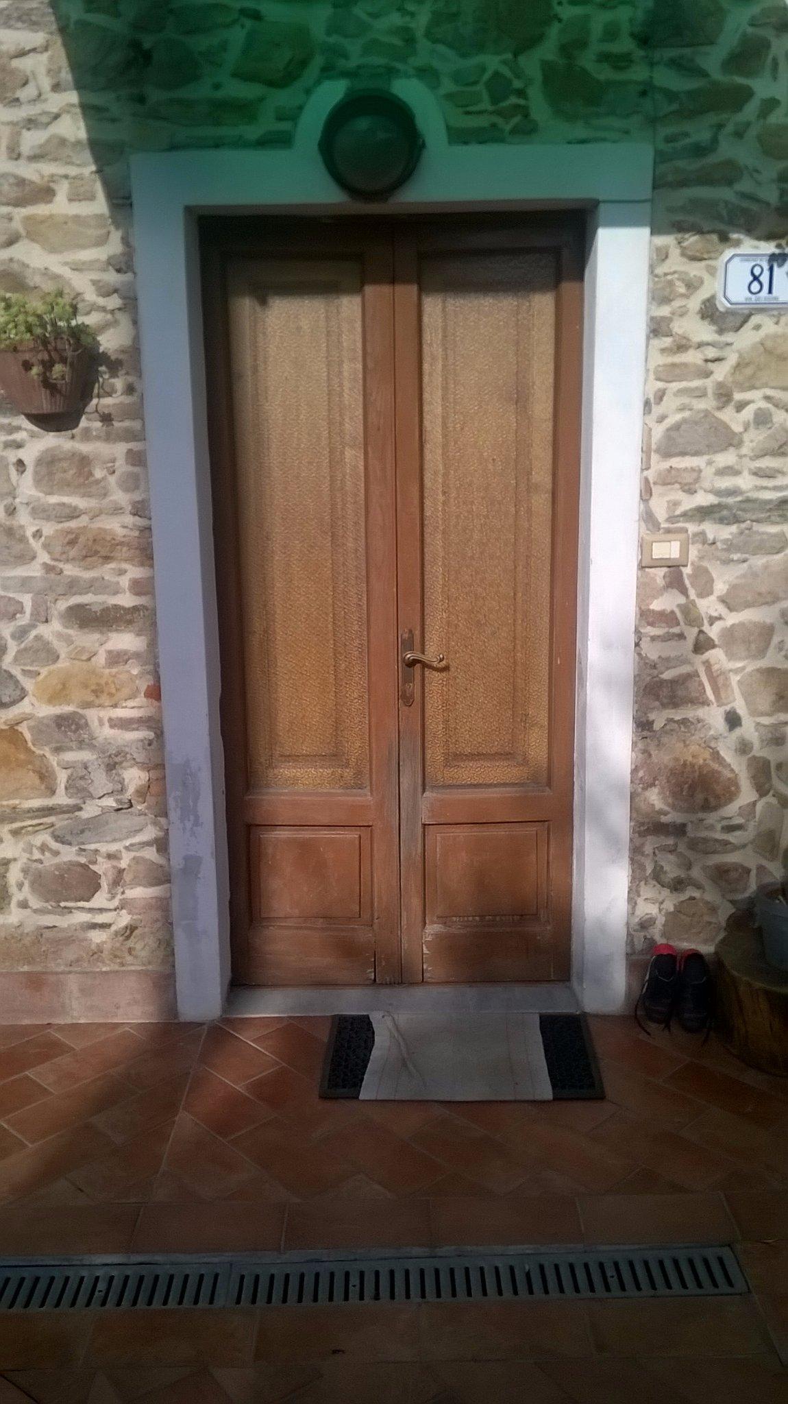 Porta esterna paravento esterno a protezione della porta for Porta esterna