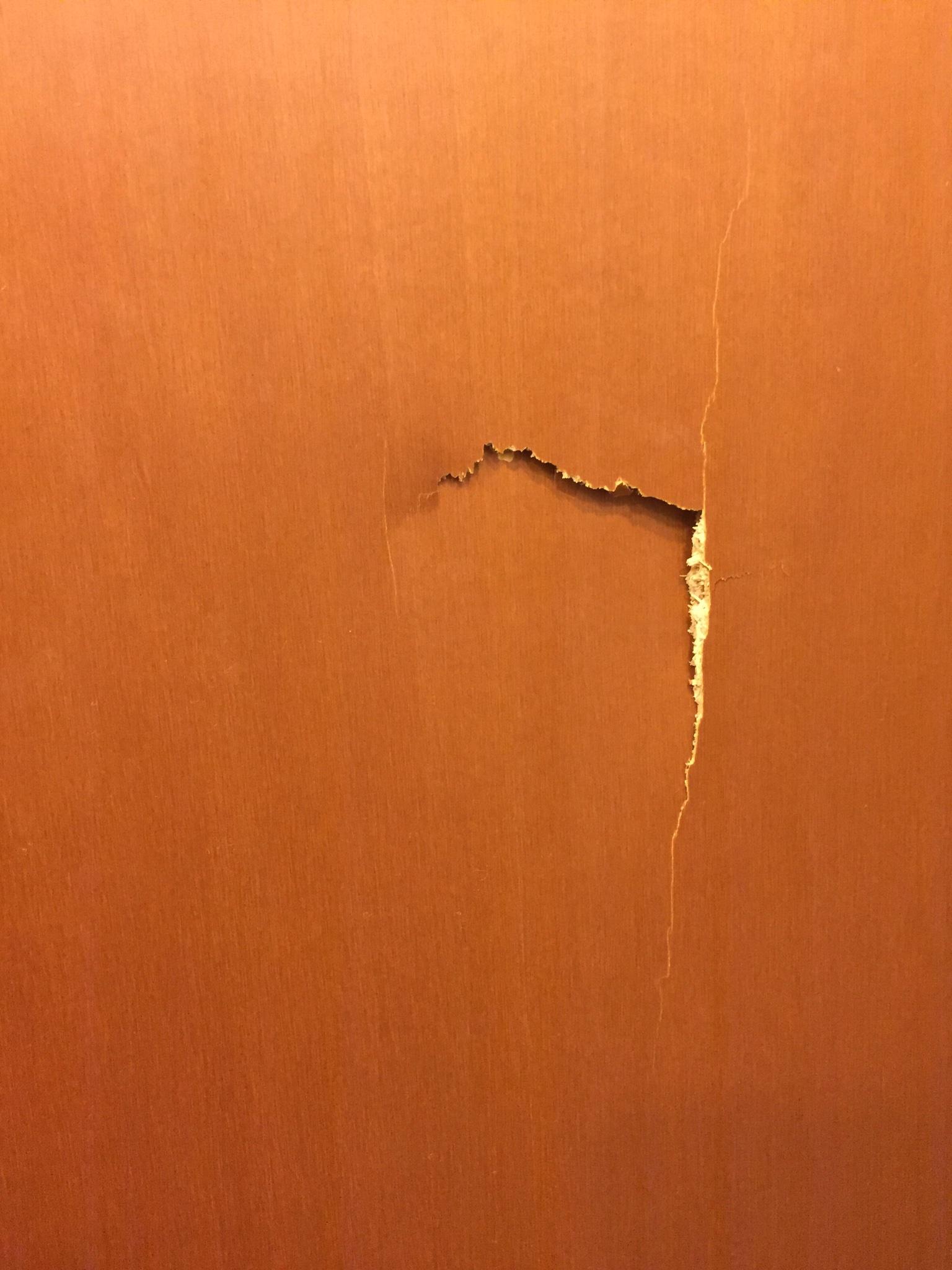 Come Sistemare Una Porta In Legno riparazione porta d'ingresso bucata - instapro