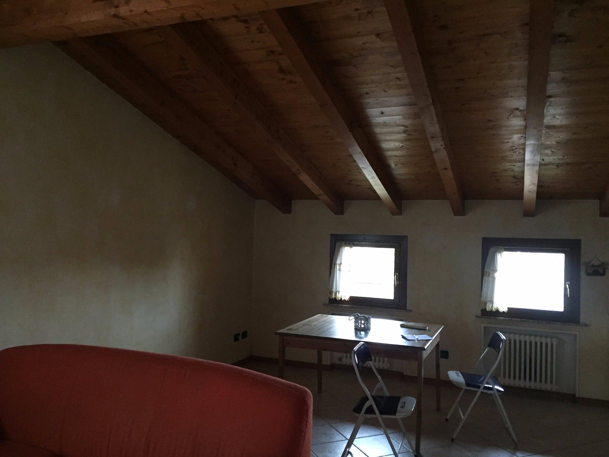 Soffitti In Legno Bianco : Verniciatura soffitto in legno travetti e travi in color bianco