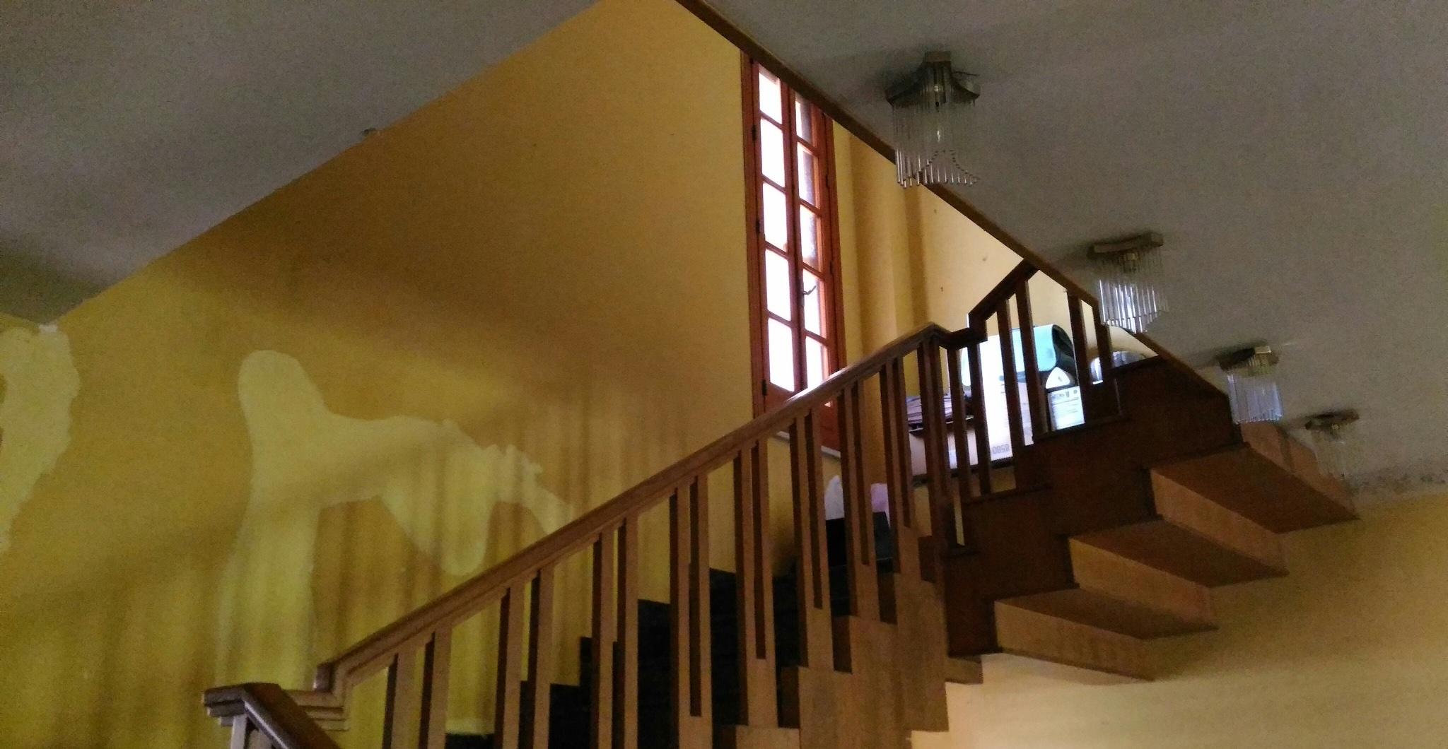 Chiusura vano scala con solaio per frazionamento villa in for Chiusura vano scala interno