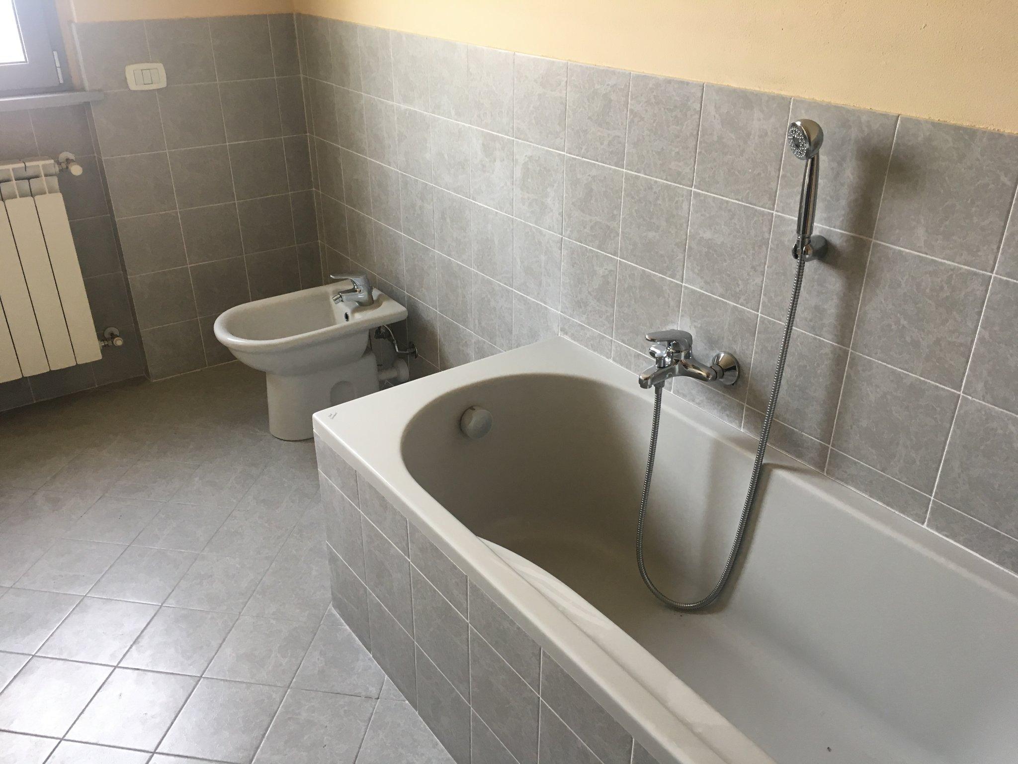 Vasca Da Bagno Perde Acqua : Togliere vasca da bagno e posa doccia instapro