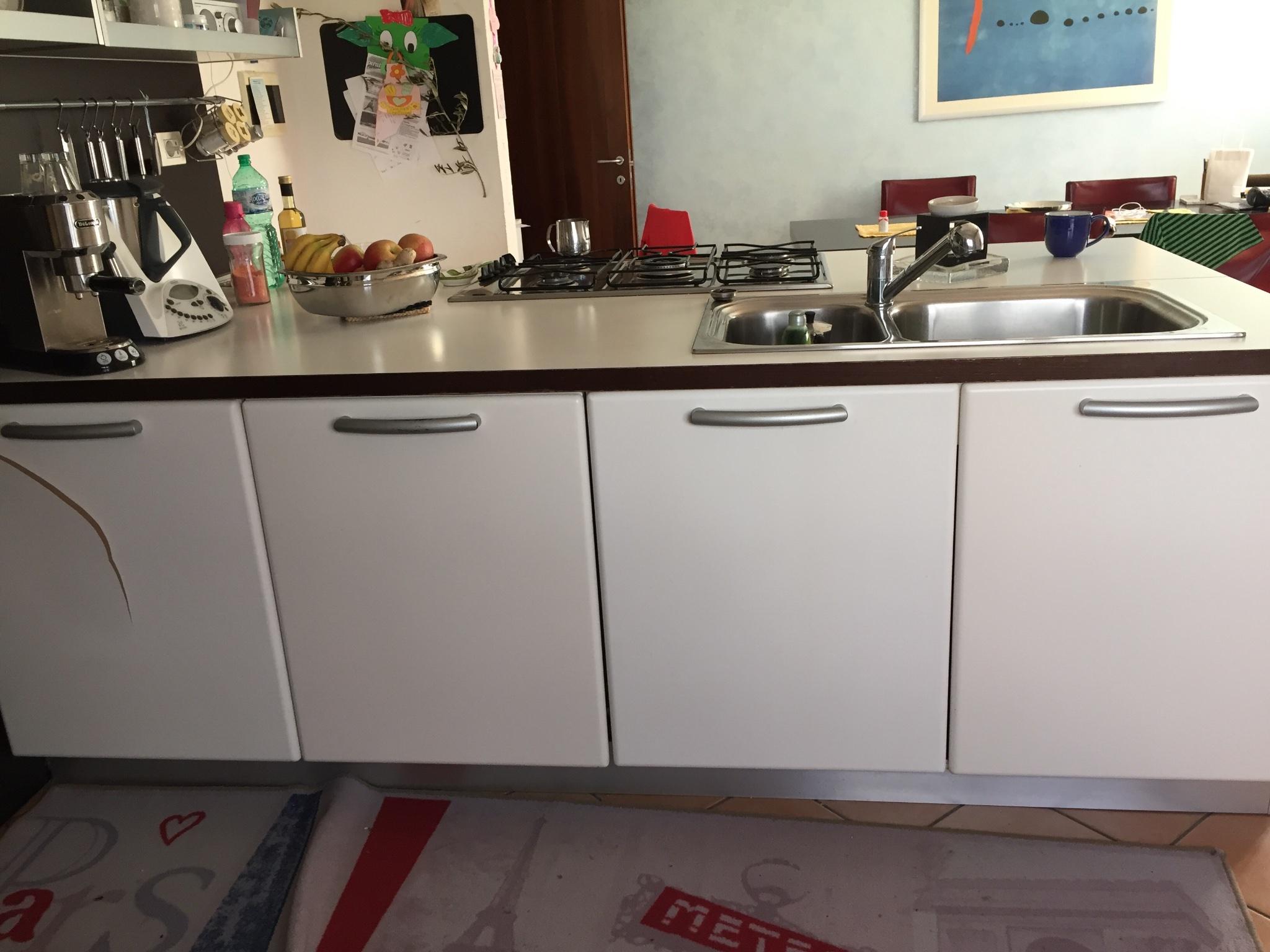 Laccatura mobili cucina instapro - Laccatura cucina rovinata ...