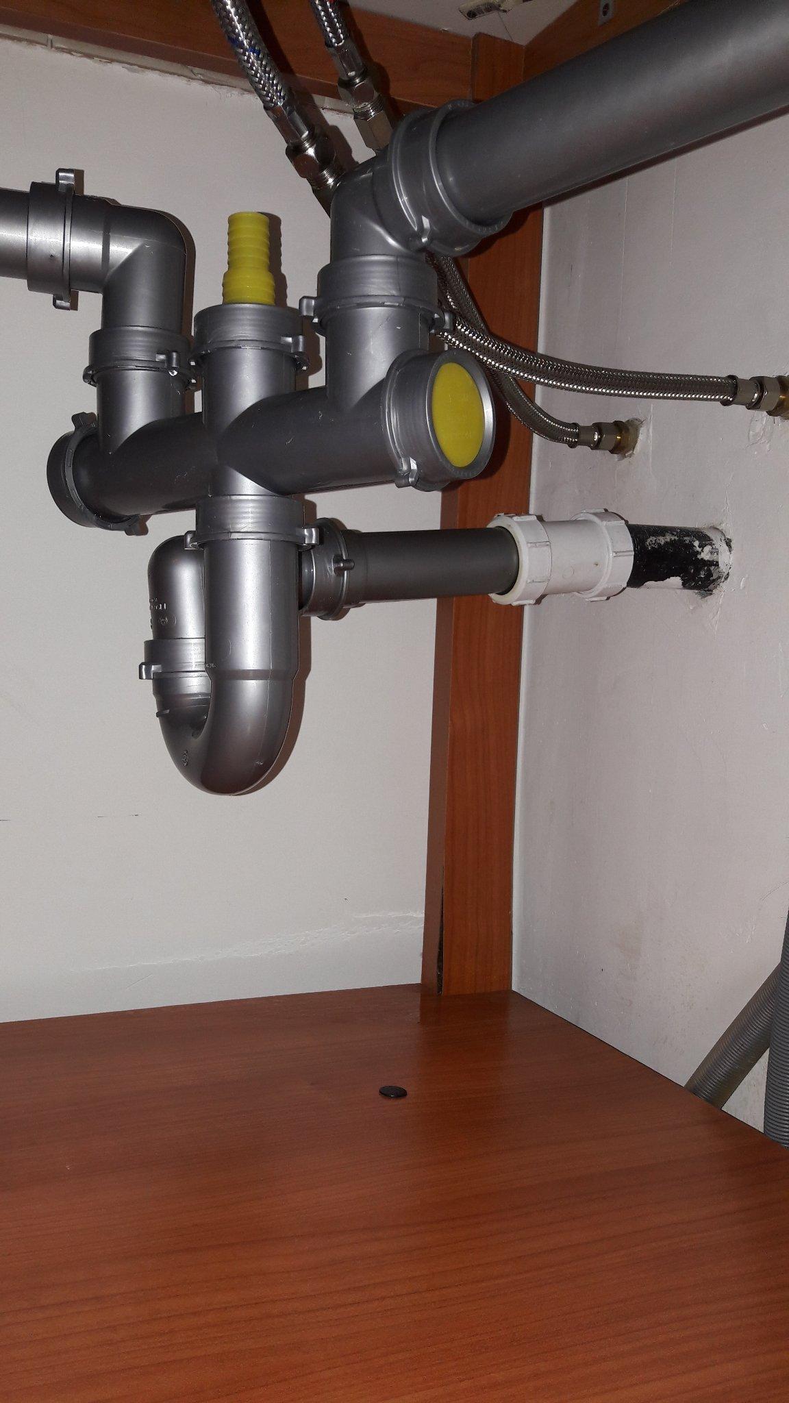 Perdita tubi lavandino cucina instapro - Pulire tubi lavandino cucina ...