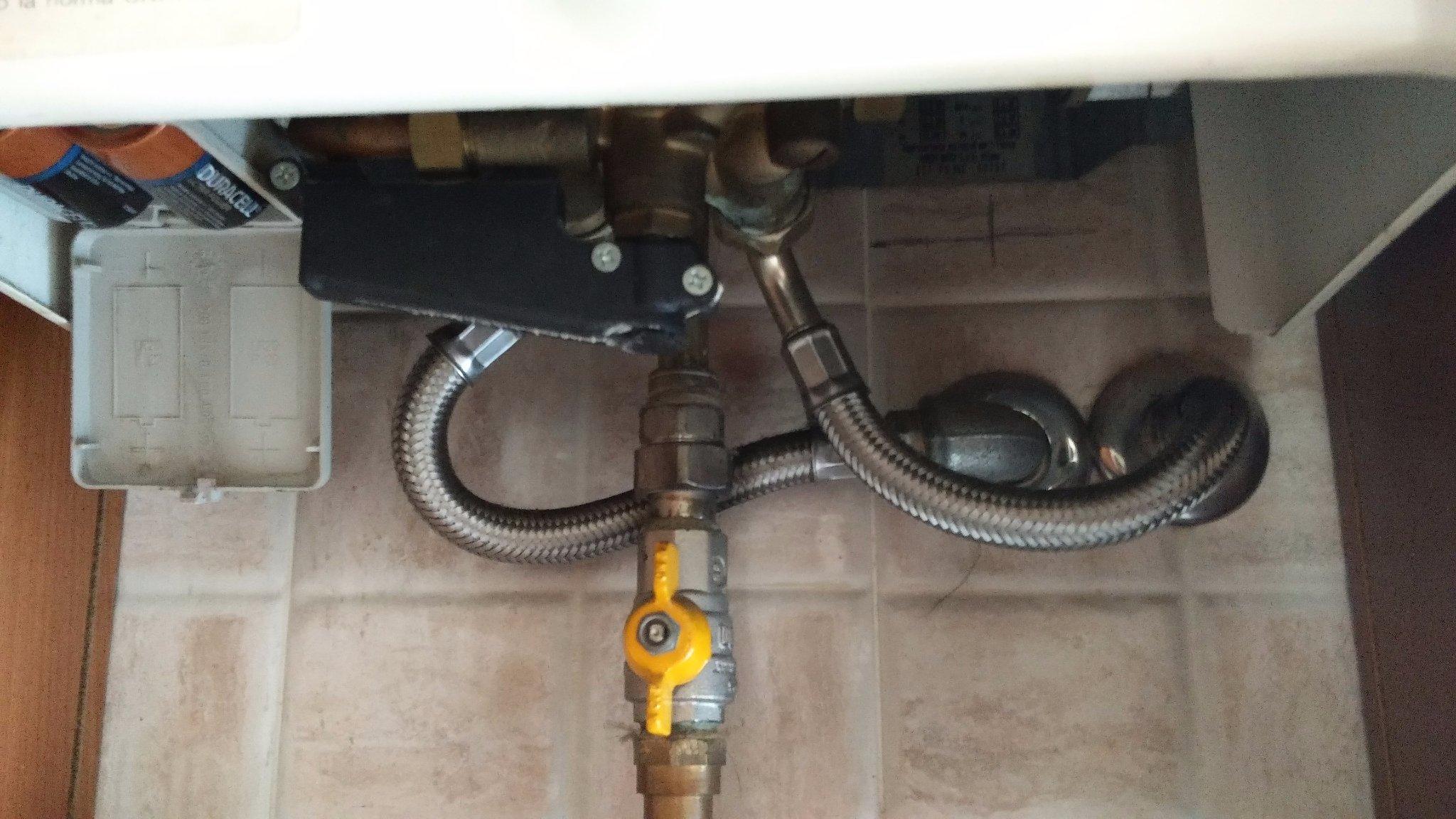 Scaldabagno a gas non funziona senza acqua calda instapro - Manutenzione scaldabagno ...