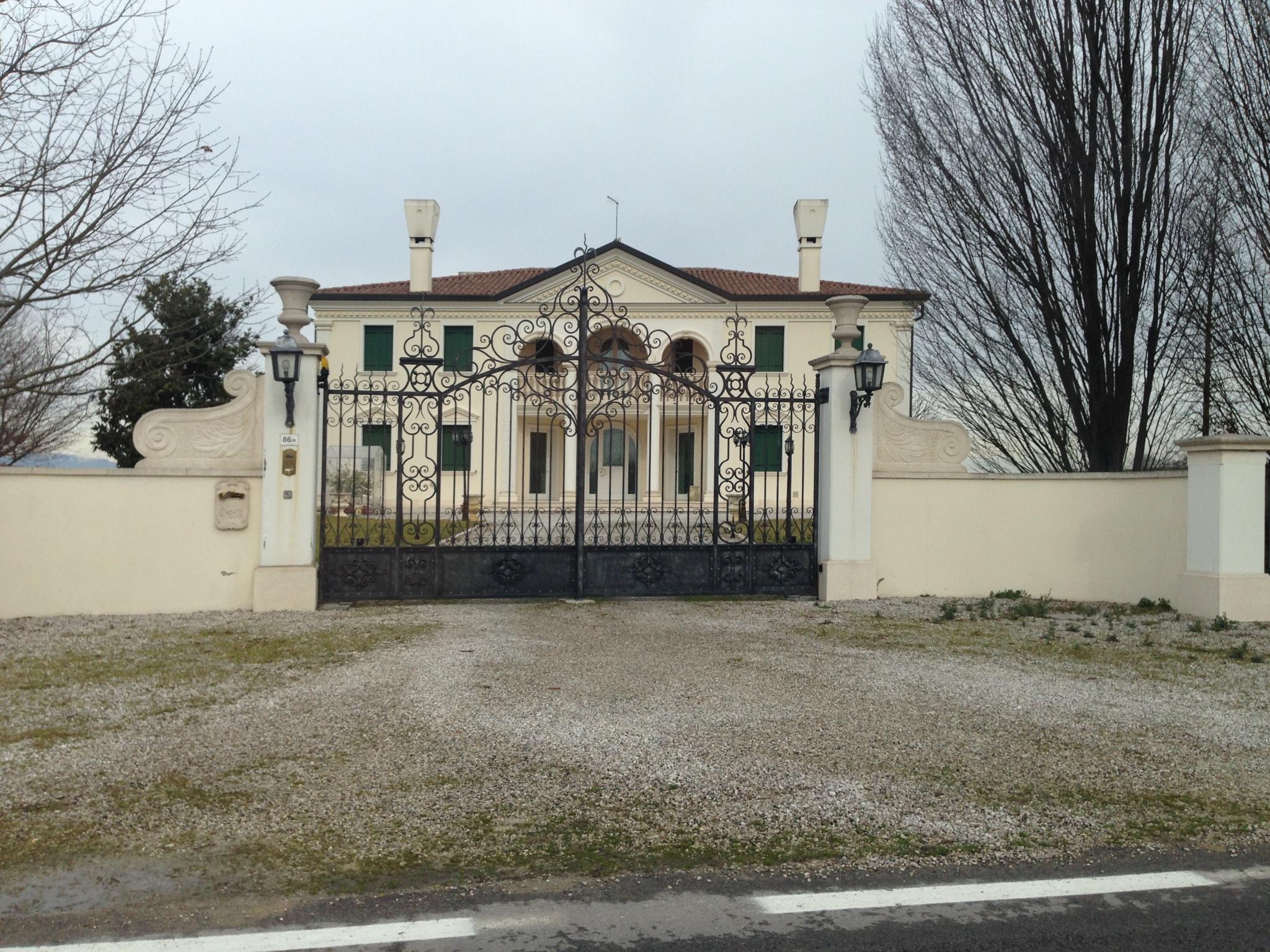 La migliore Quanto Puo Costare Ristrutturare Una Casa Idee e immagini di ispirazione  ezsrc.com ...