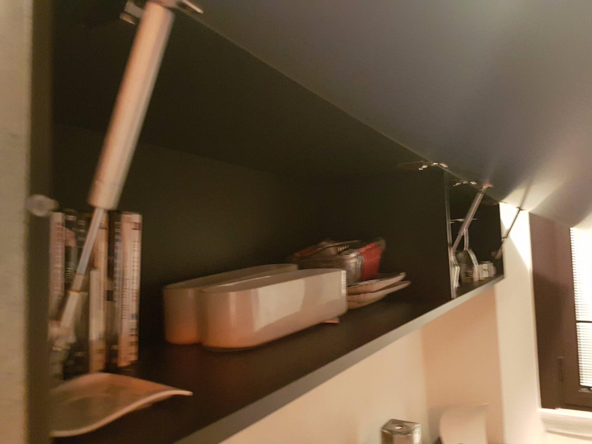 Sostituzione cerniere mobili (3 ante cucina + mobile lungo tv ...