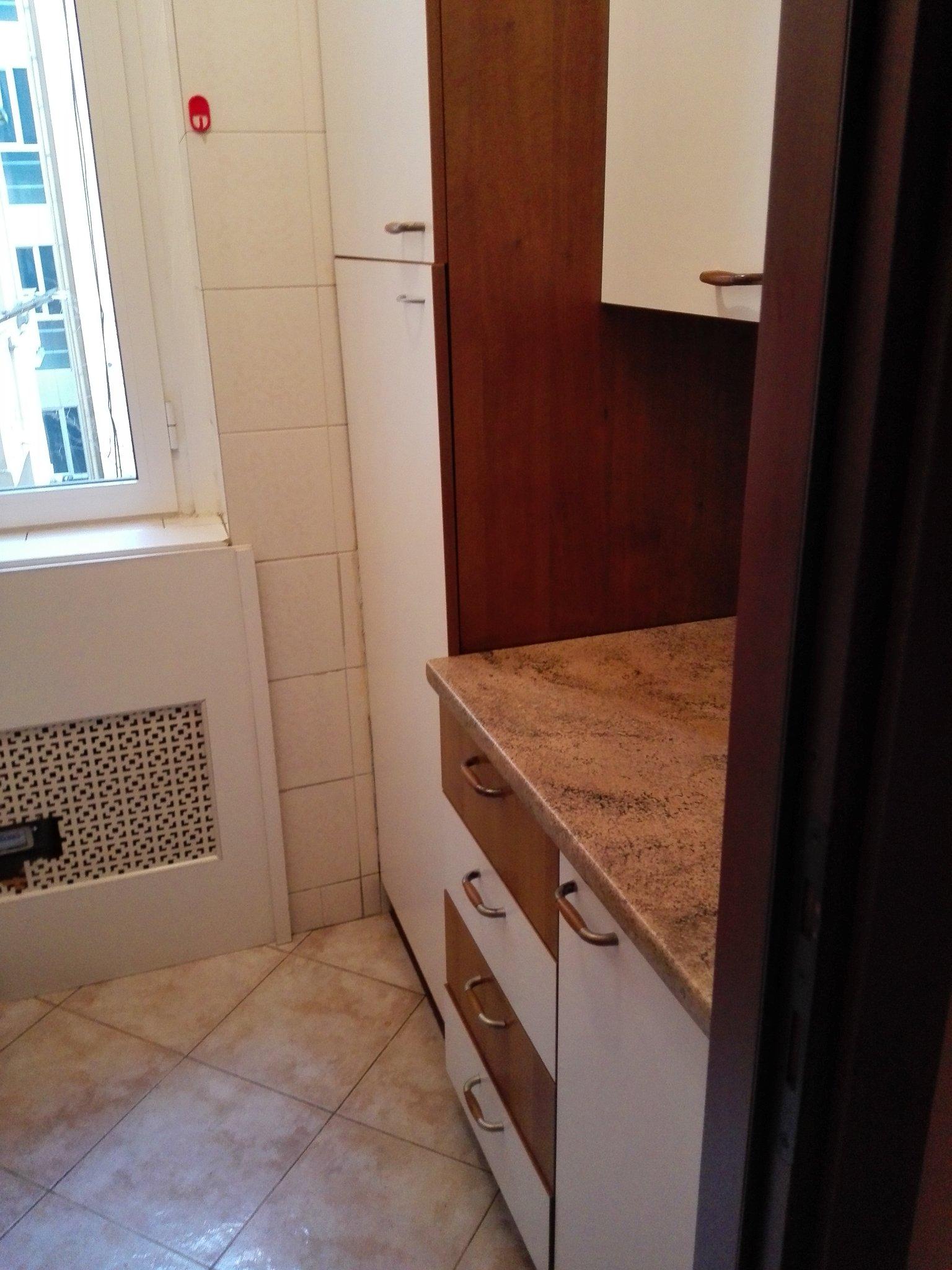 Smantellamento cucina rimozione piastrelle e posa nuove piastrelle instapro - Posa piastrelle cucina ...