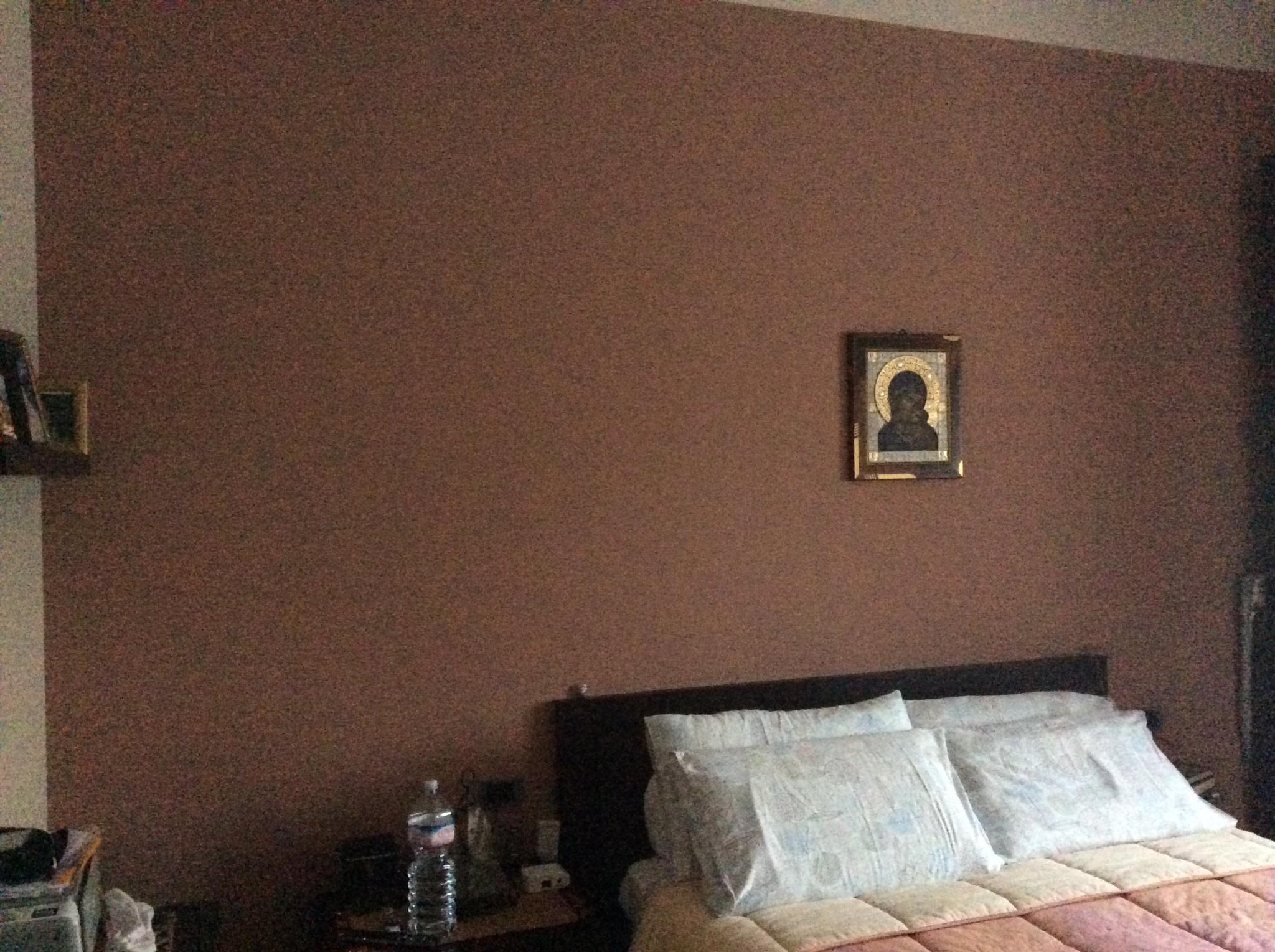 Costruzione armadio mensole su parete sopra letto for Parete testiera letto