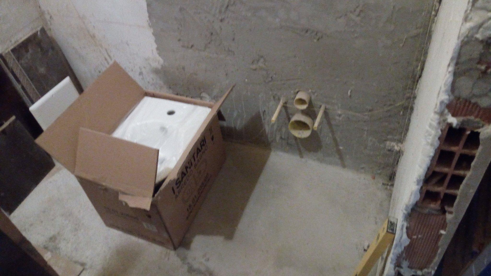 Posa piastrelle 10 mq con mattoncini su un muro doccia instapro