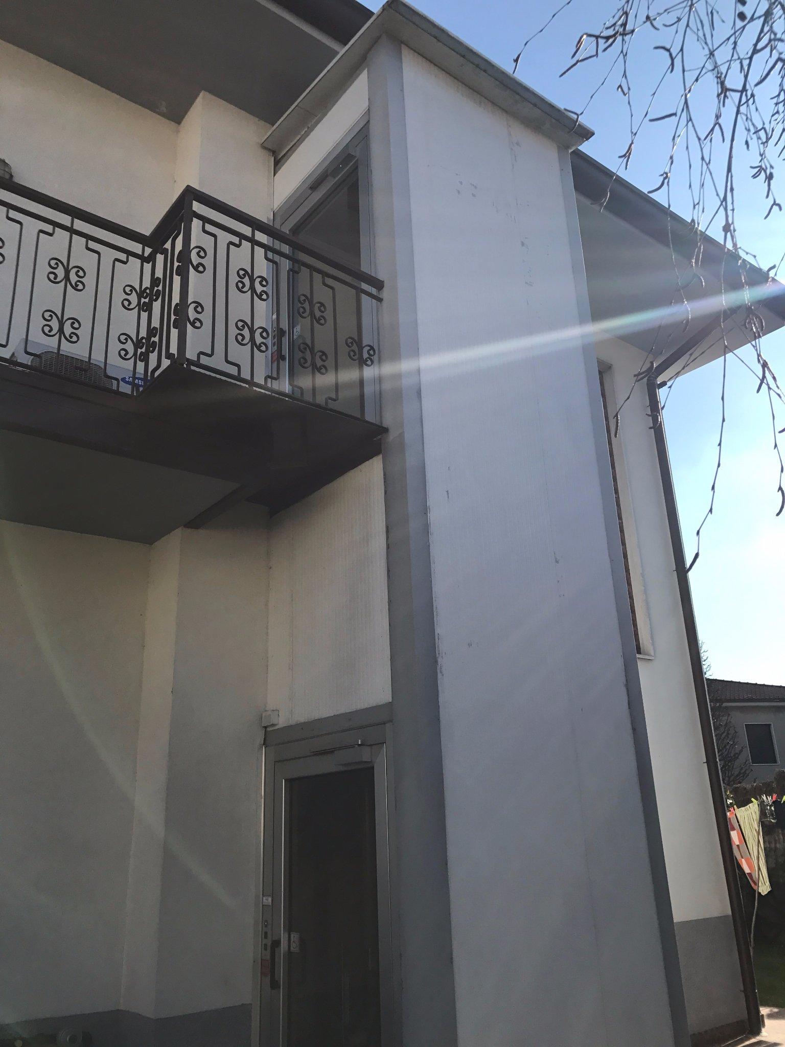 Rimozione e smaltimento montacarichi esterno instapro - Costo ascensore esterno 1 piano ...