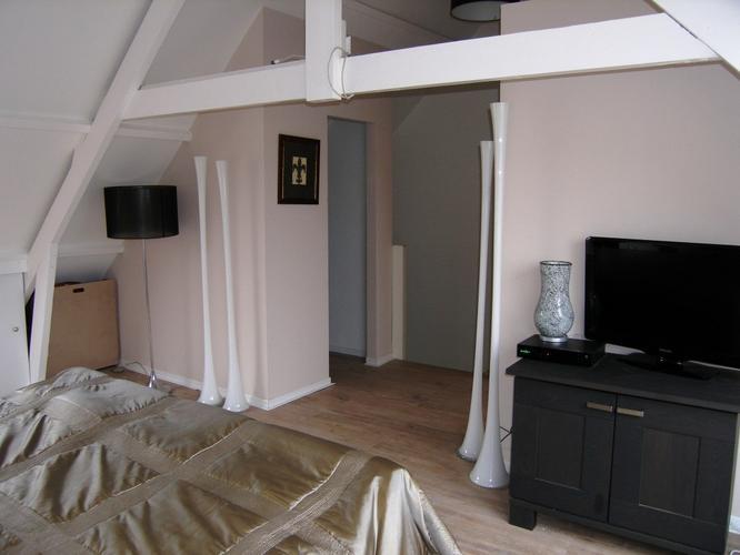 Woonkamer Op Zolder : Latexen woonkamer en zolder werkspot