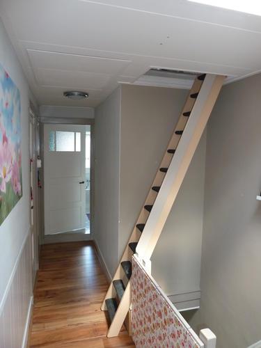 Vervangen van badkamer een vaste trap naar zolder for Vaste trap laten plaatsen