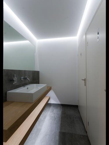 Verlaagd plafond met verlichting maken in badkamer - Werkspot