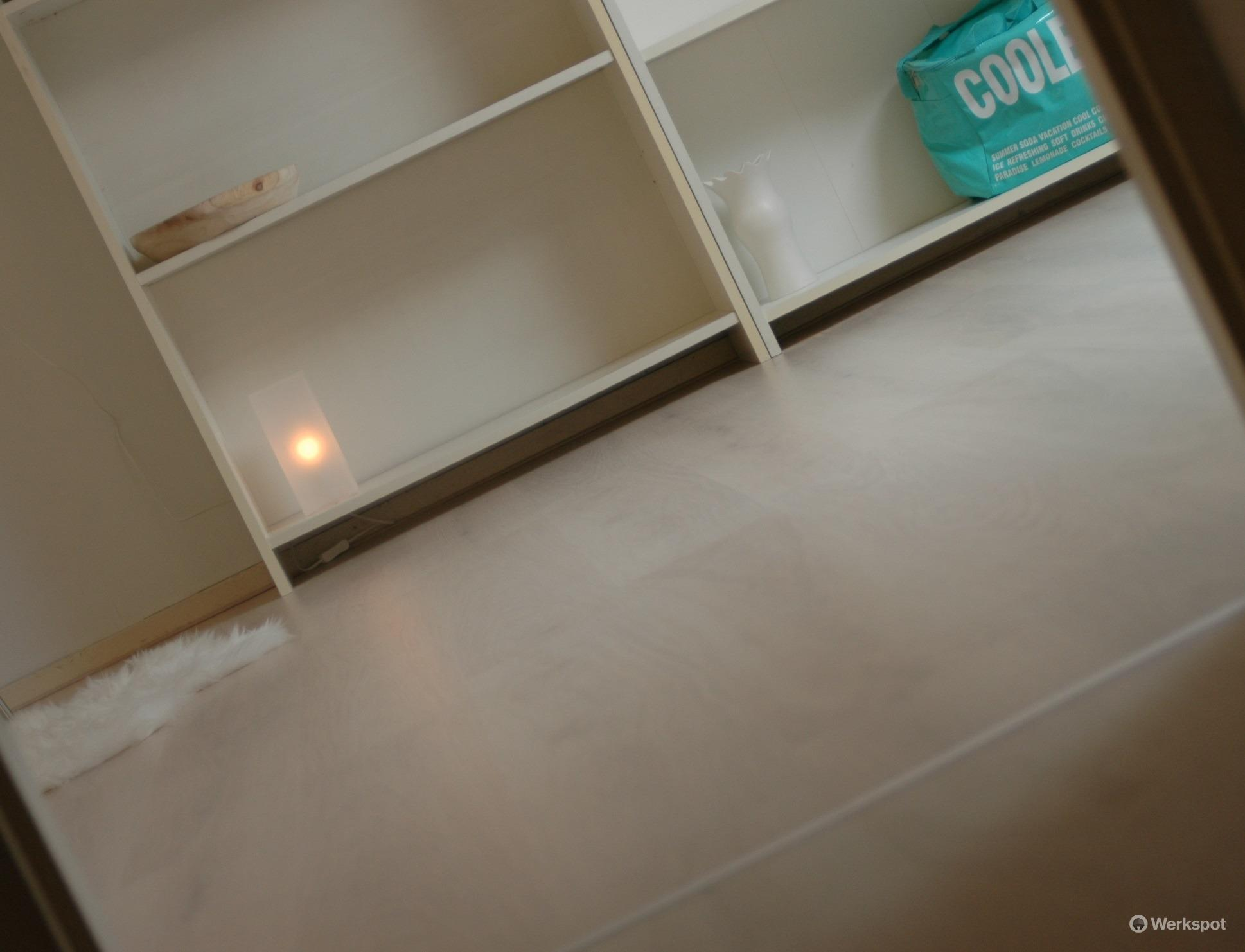 zolderkamer laminaat leggen en behangen werkspot