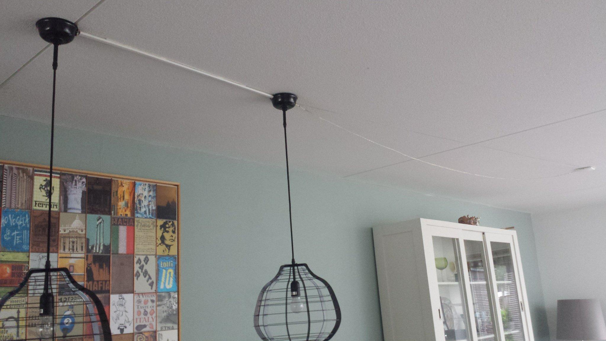 Twee Lampen Ophangen : Lampen ophangen en kabel netjes verbergen werkspot