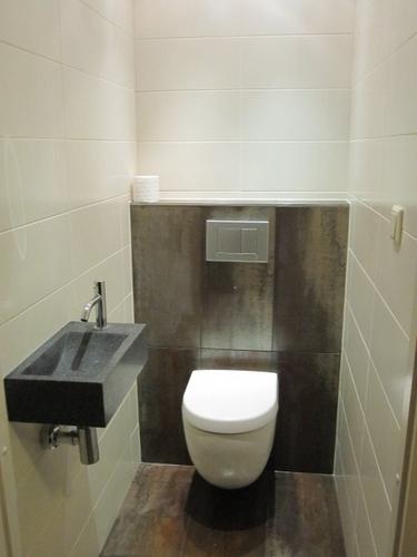 Renovatie toilet werkspot for Toilet betegeld