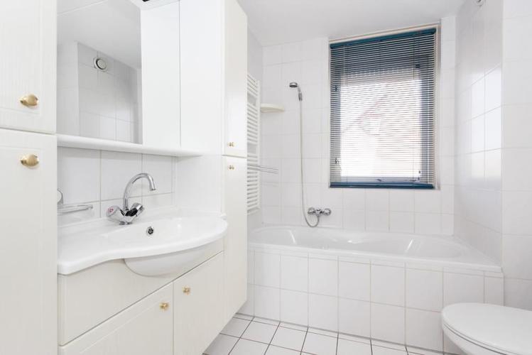Badkamer betegelen inbouwtoilet maken inloopdouche maken en