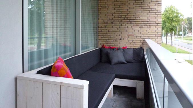 Houten Balkon Meubels : Steiger houten bankje voor op balkon waarbij er ook opbergruimte