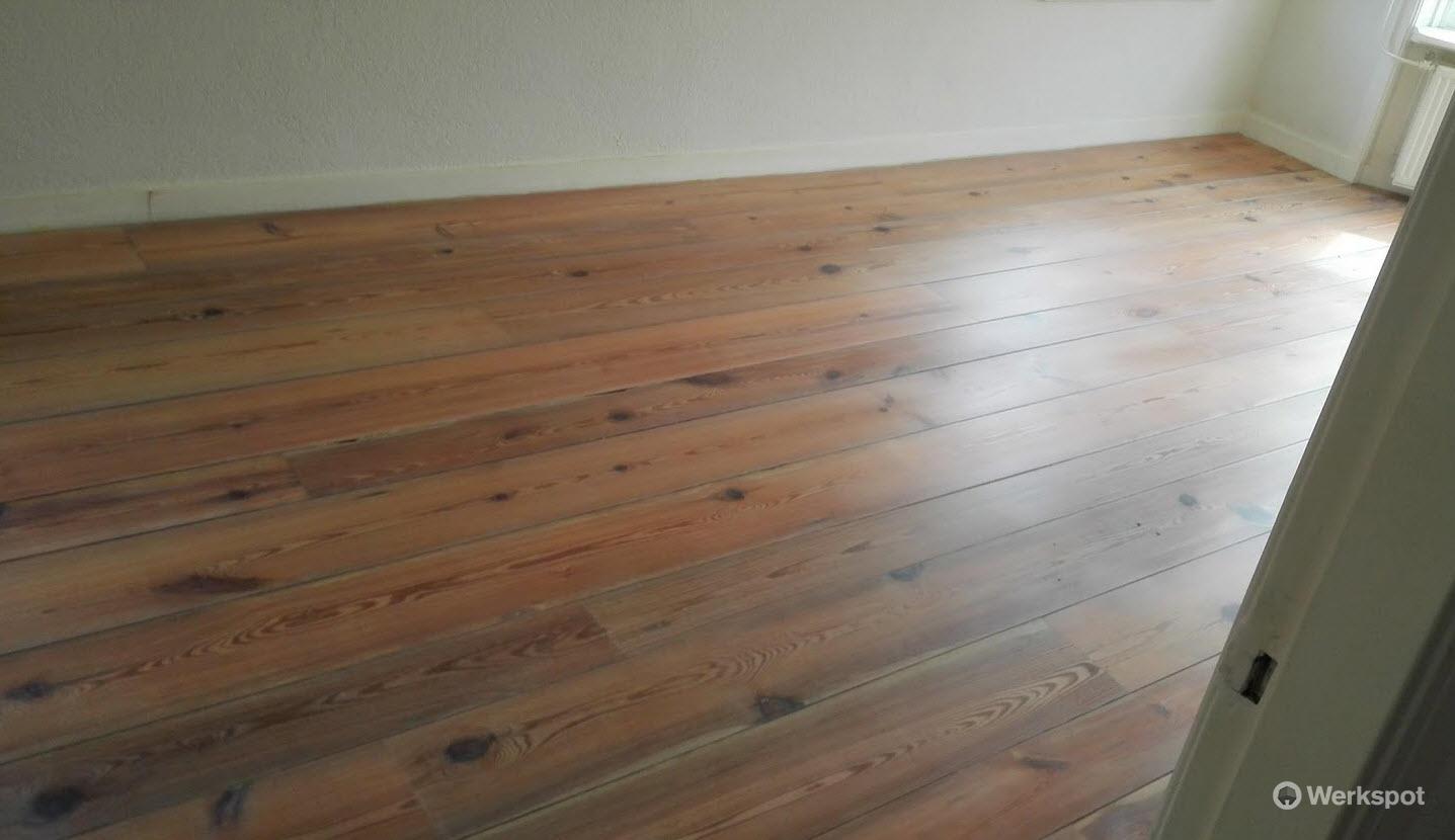 Grenen vloer schuren en whitewash olie wax werkspot