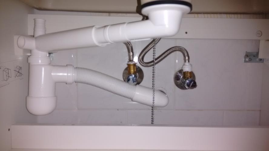 vervangen kraan keuken & repareren lekkende toevoer kraan/afvoer, Badkamer