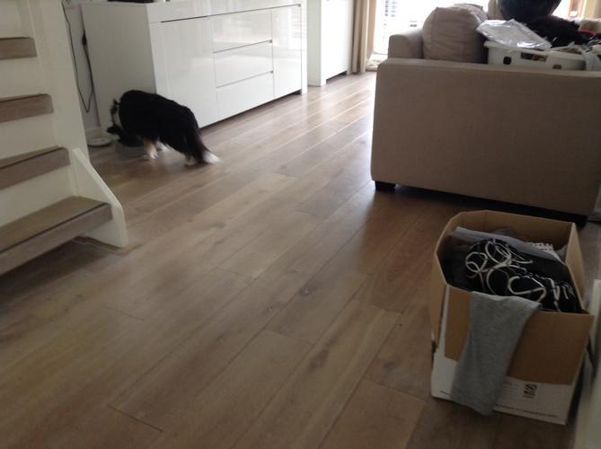 Houten vloer schoonmaken gelukkigerwonen