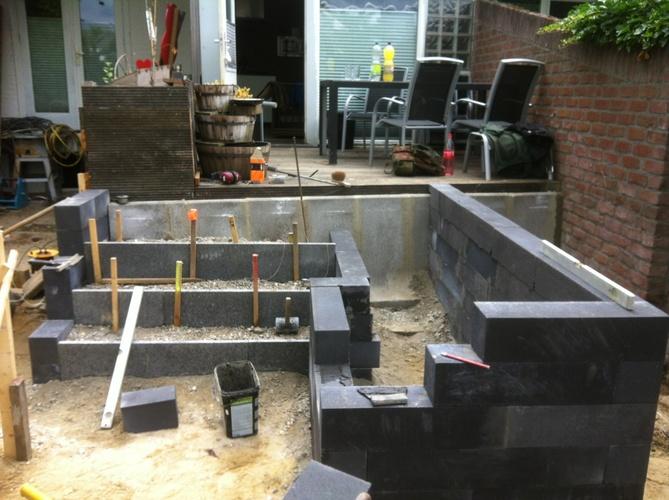 Beton blokken lijmen voor border werkspot for Vijverfolie lijmen op beton