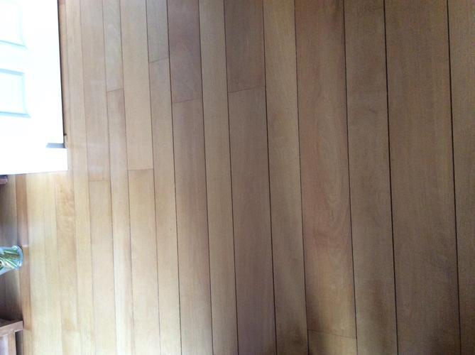 Schuren en lakken van massief houten robijn vloer 44m2 werkspot