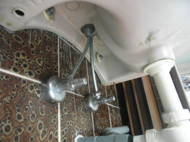 Badkamer Kraan Vervangen : Vervangen kraan chiffon wasbak en kraan in keuken er hoeven