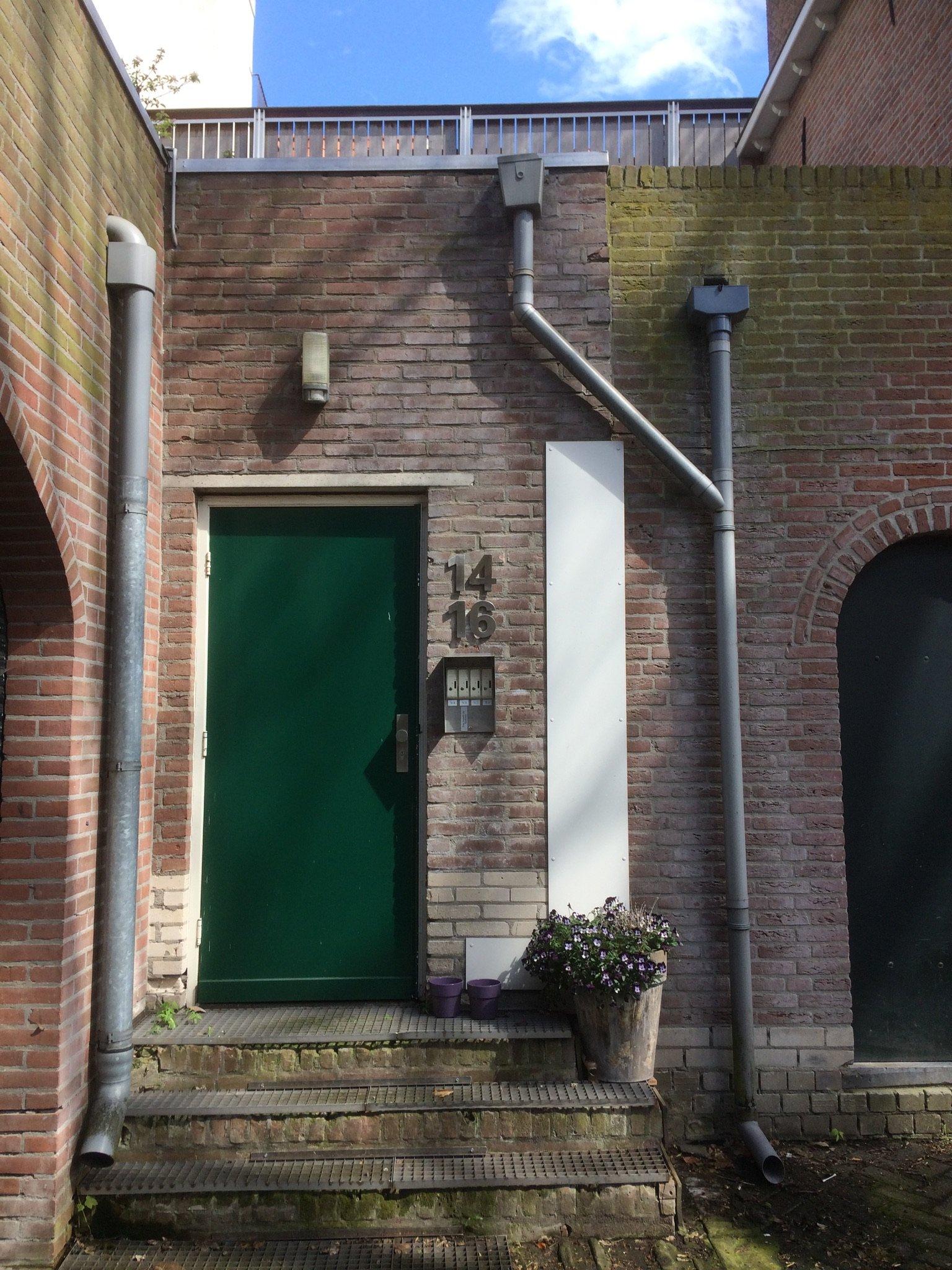 Herstel vervangen trap voordeur luifel buitenlamp werkspot for Nieuwe trap laten plaatsen