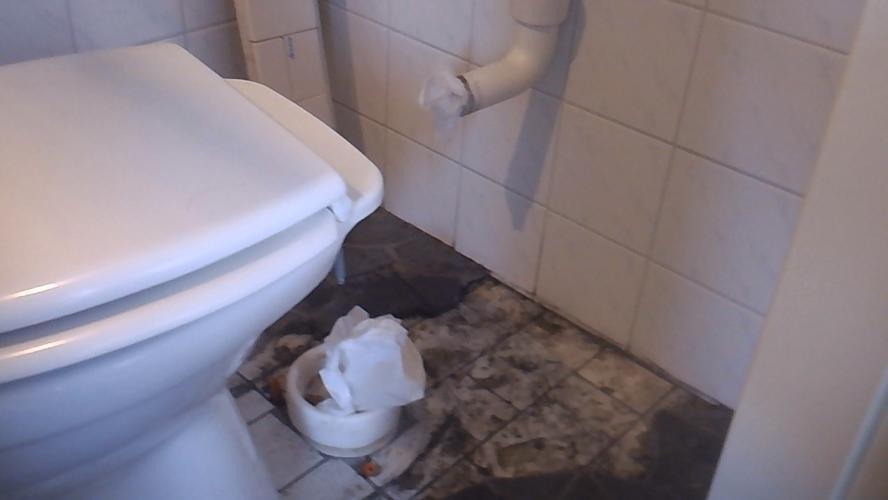 Uitzonderlijk Staand toilet vervangen voor hangend toilet afvoer verleggen JH56