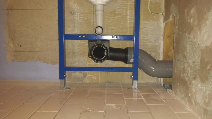 Aansluiten hangend toilet: zwevend toilet aansluiten op standleiding
