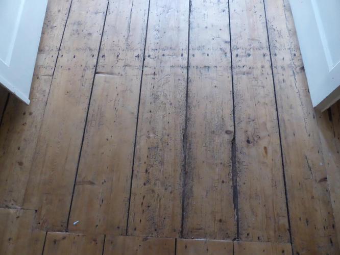 Oude Grenen Vloer : Schuren oude grenen vloer 42m2 werkspot