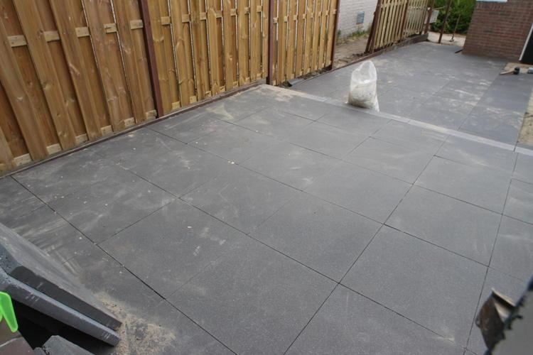 Boren In Tegels : Gaten boren mm in betonnen tegels voor verlichting werkspot