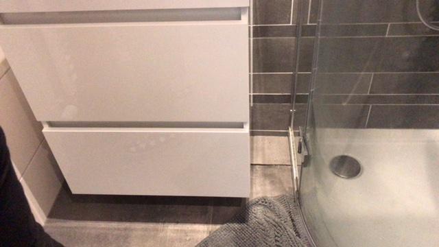 Lekkage badkamer verhelpen en gebroken tegels vervangen: spoed ...