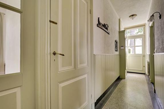 Binnenschilderwerk houten plafond woonkamer en lambrisering hal werkspot - Houten lambrisering plafond badkamer ...