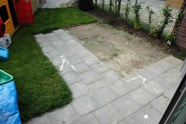 Tegels Leggen Tuin : Tuintegels leggen werkspot