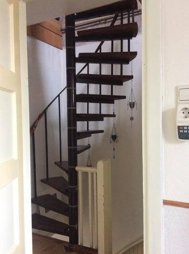 Vaste trap 180 graden naar zolder ipv de metalen spiltrap for Trap plaatsen naar zolder