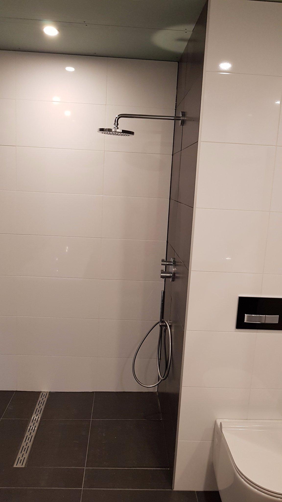 Badkamer afkitten werkspot - Badkamer in lengte ...
