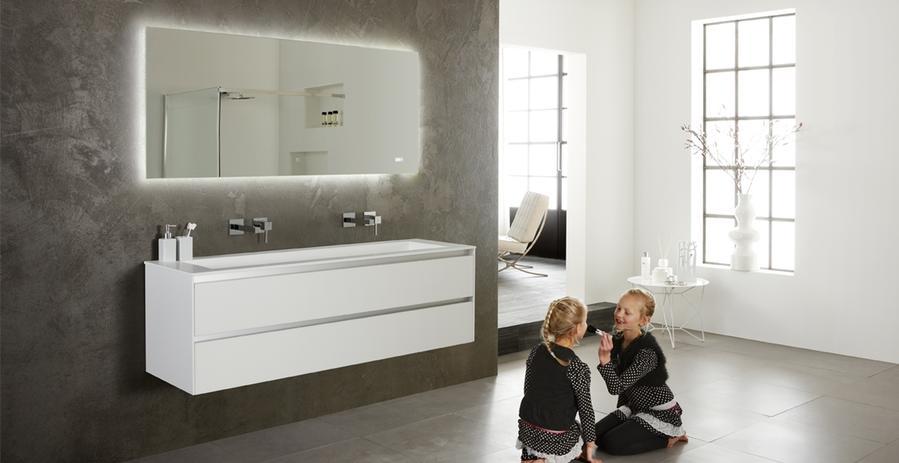 Op maat maken van wastafelonderkast met laden in de badkamer