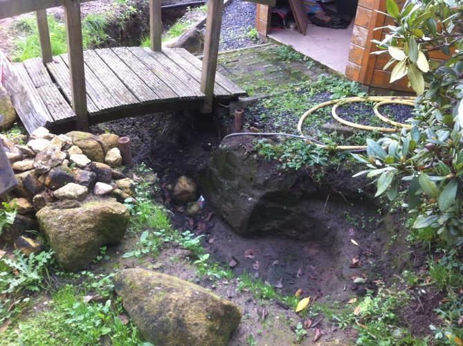 Aanleg vijver beekloop met waterval werkspot for Waterval vijver aanleggen
