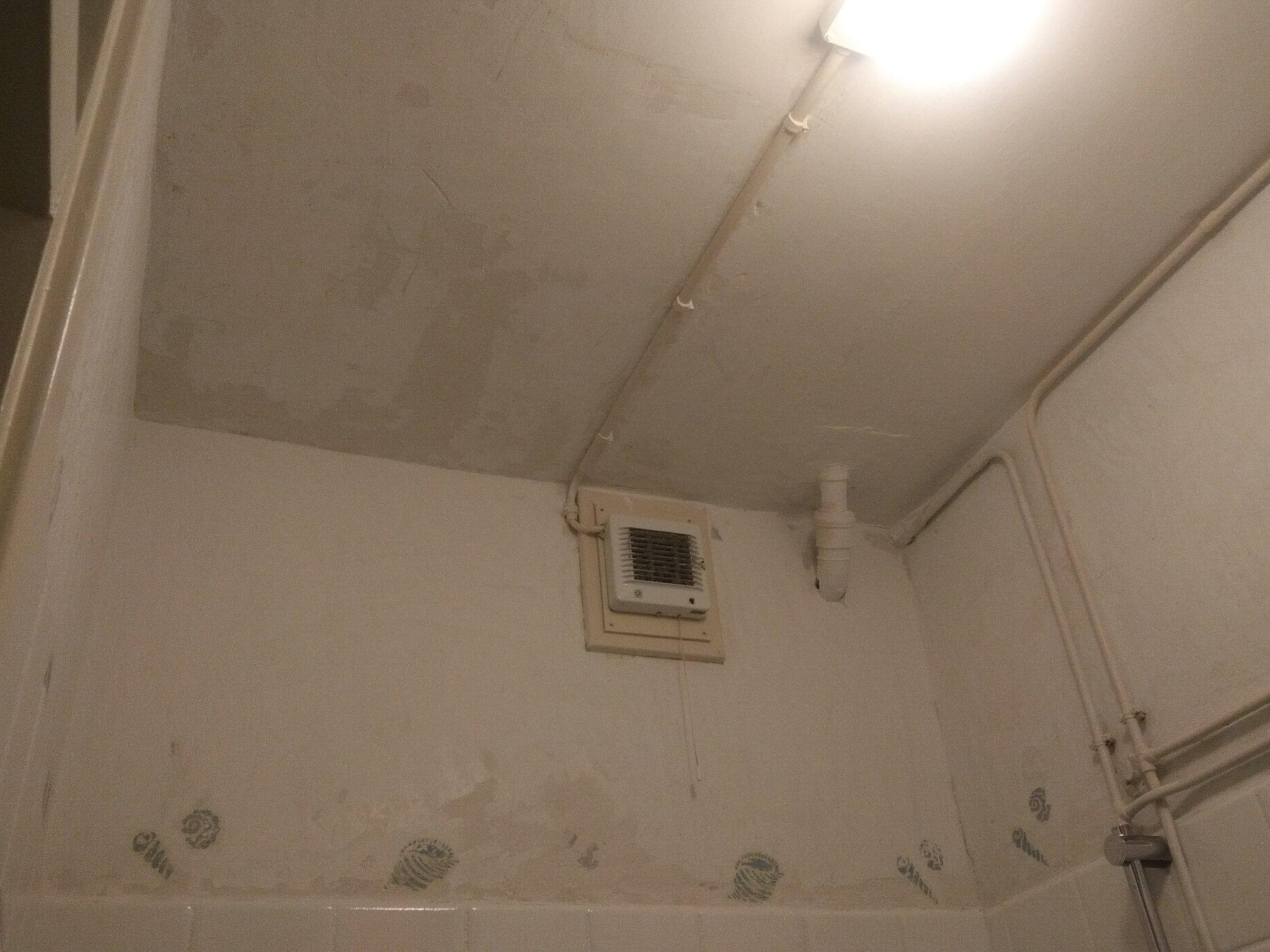 Badkamer Plafond Afsteken : Badkamer wand en plafond afsteken en stuccen werkspot