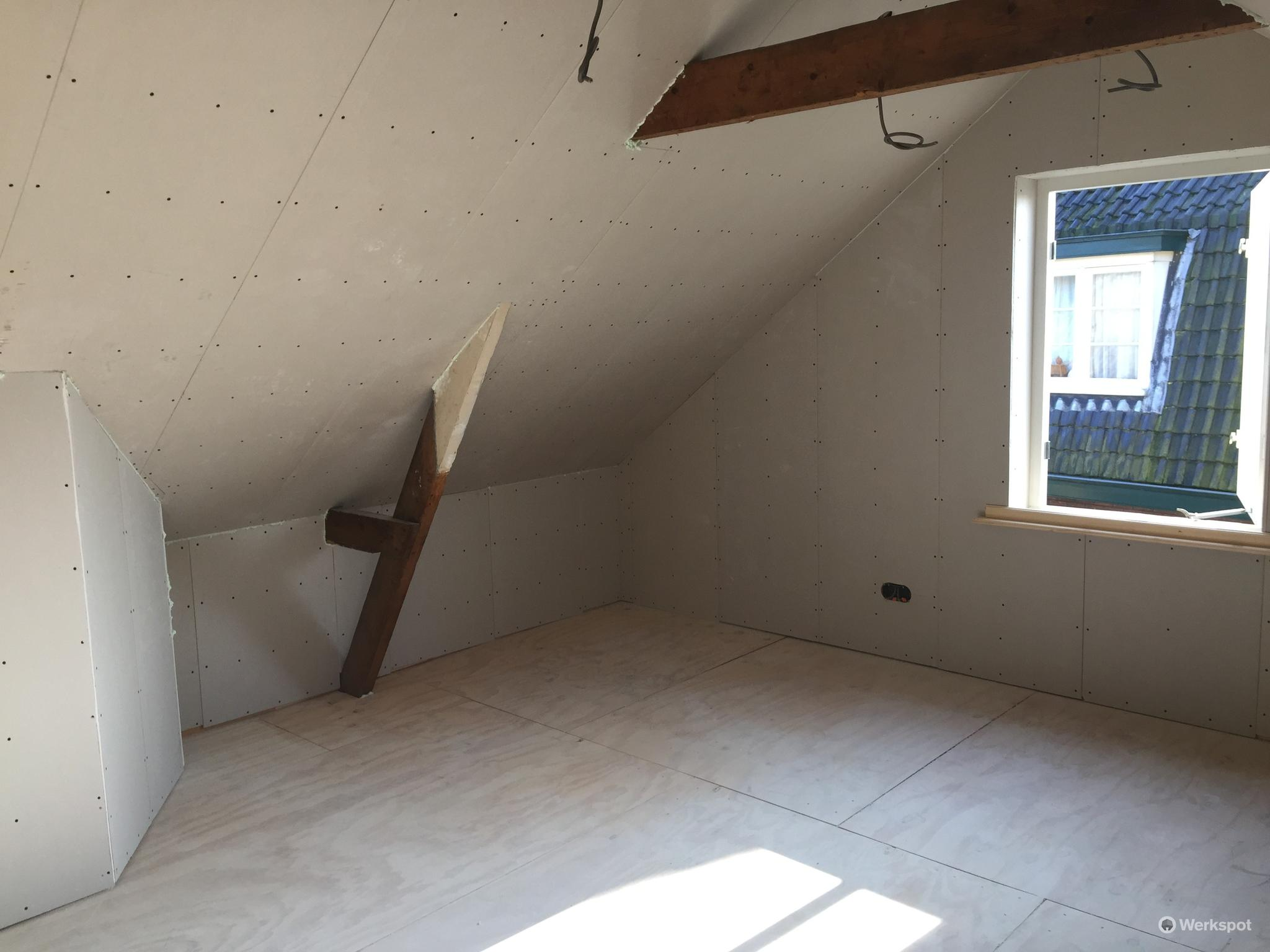 Kale zolder verbouwen naar twee slaapkamers - Werkspot