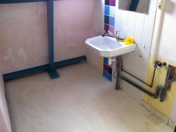 Sanibroyeur Toilet Aansluiten : Mobiele douche en sanibroyeur toilet plaatsen werkspot