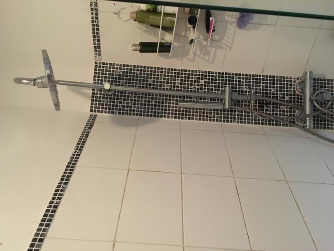 Leidingen vervangen en wegwerken in te renoveren badkamer. werkspot