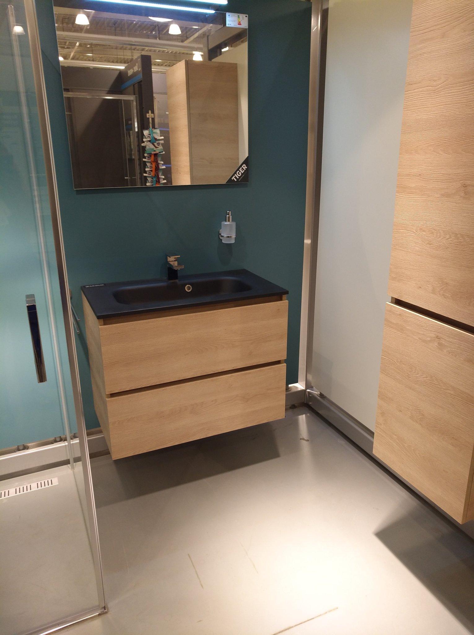 douchecabine en badmeubel monteren in badkamer werkspot