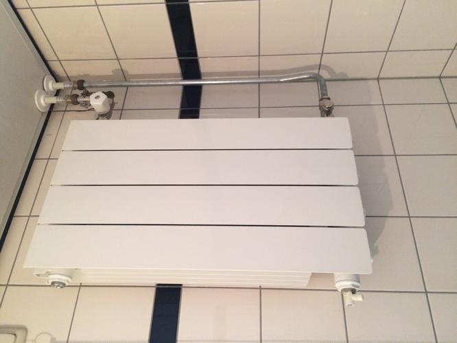 Aansluiten Radiator Badkamer : Plaatsen en aansluiten handdoek radiator in badkamer werkspot