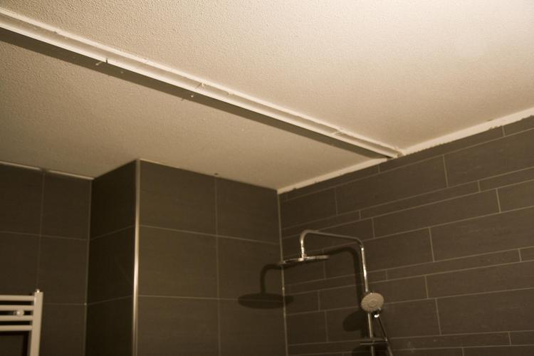 Verlaagd badkamer plafond incl spotjes 3,6x2,8m en plaatsen douchew ...