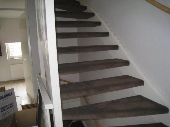 Vloerbedekking verwijderen van trap werkspot for Trap kaal maken